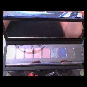 brand new MAC eyeshadow palette stunning